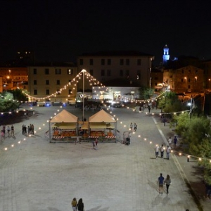 """Piazza Bovio Piombino allestita per Agosto con Gusto • <a style=""""font-size:0.8em;"""" href=""""http://www.flickr.com/photos/98039861@N02/9573464339/"""" target=""""_blank"""">View on Flickr</a>"""